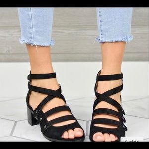🌟🌟🌟Multi strapped heeled sandals